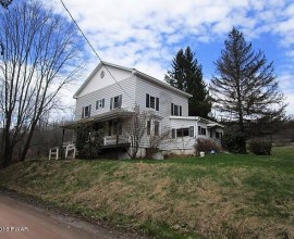 H76 - LOVELY, PA FARMHOUSE AND BARN