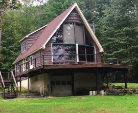 H86 -Lovely riverfront Chalet on one of the best fishing spots around. 10 acres!